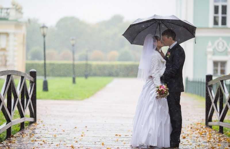 Свадебная фотосессия под дождем – идеи для самых смелых