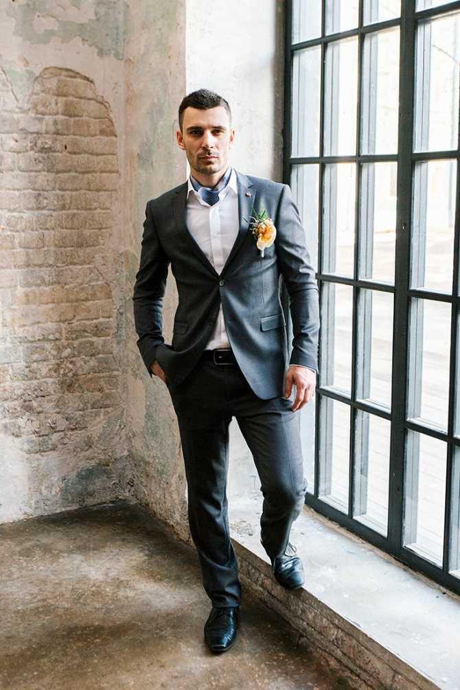 Свадебный костюм 2021: модные стилизации для жениха