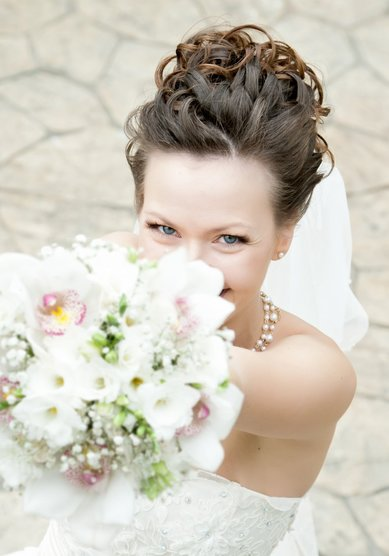 Свадебные прически на собранные волосы: убранные назад, с плетением, с диадемой, с фатой, с чёлкой – подборка лучших укладок c фото