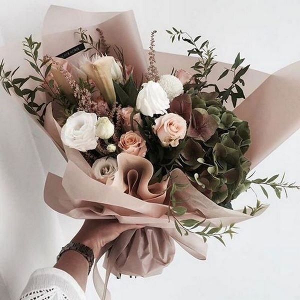 Букет на свадьбу в подарок молодоженам от гостей и от родителей: какой свадебный презент подарить невесте и жениху, идеи красивых подарочных цветов с фото